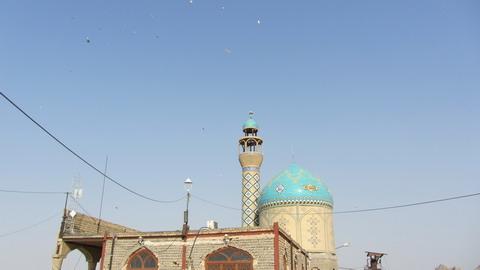 نمای مسجد از داخل محوطه