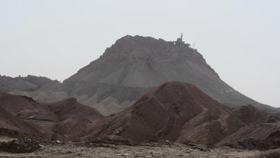 نمای دور از کوه و مسجد